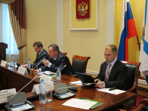 Round table in the Arkhangelsk Forest Forum. From left to right: Andrey Tretyakov, director of the Arkhangelsk branch of Federal Forestry Agency Roslesinforg; Sergey Shevelev, Minister of Natural Resources and Forestry of the Arkhangelsk region; Andrey Schogolev, Head of Arkhangelsk branch of WWF Russia. (Photo: Anna Porokhova/ WWF Russia)