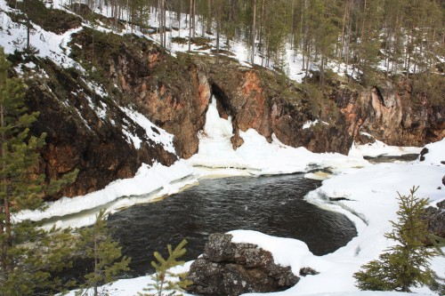 Early spring in the Oulanka River, a popular canoe route. (Photo: Anna Kuhmonen)