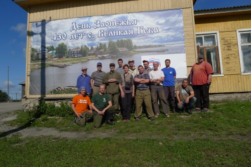 Participants of the autumn expedition (21.8-30.8.2013) in Velikaya Guba village. From right to left: Jyri Mikkola, Kimmo Syrjänen, Olli-Pekka Tikkanen, , Aleksei Polevoi, Boris Rayevsky, driver Alexei, Andrei Humala, Anna Ruokolainen, Sergei Korosov; Timo Kuuluvainen, Olli Manninen, Jevgeni Jakovlev, Vladimir Mironov and Alexander Shcherbakov. (Photo: Olli Manninen)